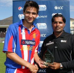 Ben Stevens receives MOM award from Ashraf Din